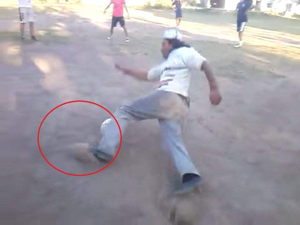 YouTube: Borracho jugando fútbol es viral y te hará reir [VIDEO]