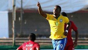 Brasil armó la fiesta en el segundo tiempo haciéndole cinco goles a Perú.
