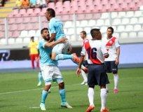El argentino César Pereyra (9) marcó un hat-trick en la goleada de Cristal sobre Municipal.