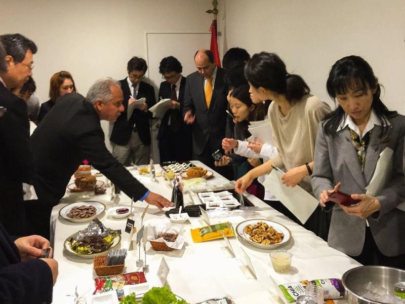 Los empresarios japoneses degustaron productos orgánicos peruanos durante presentación realizada por el Ministerio de Comercio Exterior.