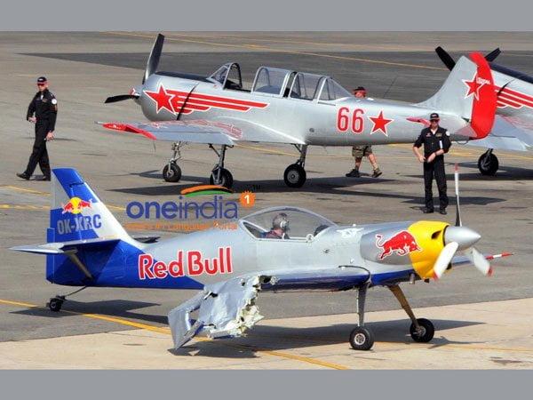 Impactante: Dos aviones de Red Bull chocan en el aire [VIDEO]