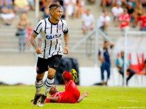 OFICIALMENTE, este domingo Paolo Guerrero superó al argentino Tévez como máximo goleador extranjero del Corinthians