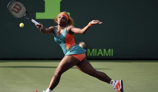 Serena Williams empezó con pie derecha su defensa del título de Miami.
