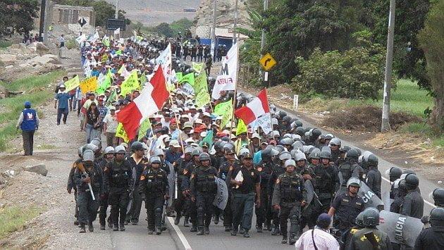 Tía María: Un muerto por enfrentamientos entre policía y población