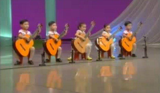 Impactante: Estos niños guitarristas te sorprenderán [VIDEO]