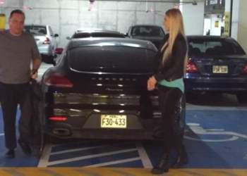 Mauricio Diez Canseco se estacionó en zona para discapacitados