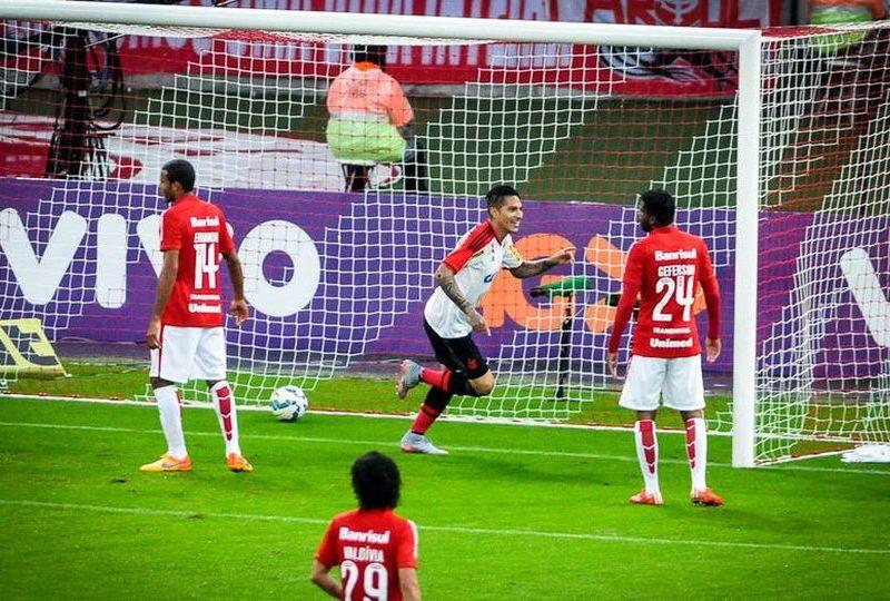 Guerrero celebró su primer gol con Flamengo en su partido debut.