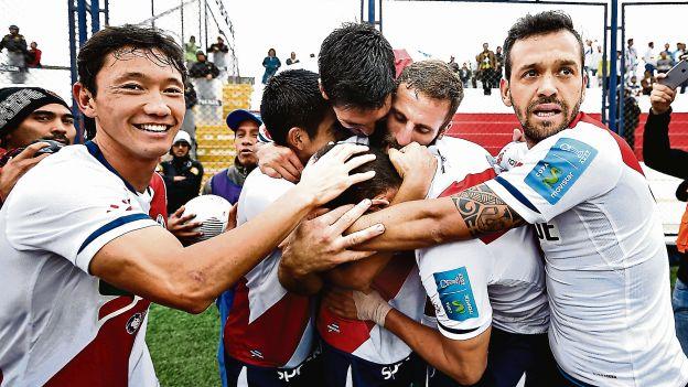 Deportivo Municipal lucha por el título del Apertura.