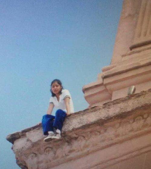 Una joven salta desde lo alto de una Catedral en México