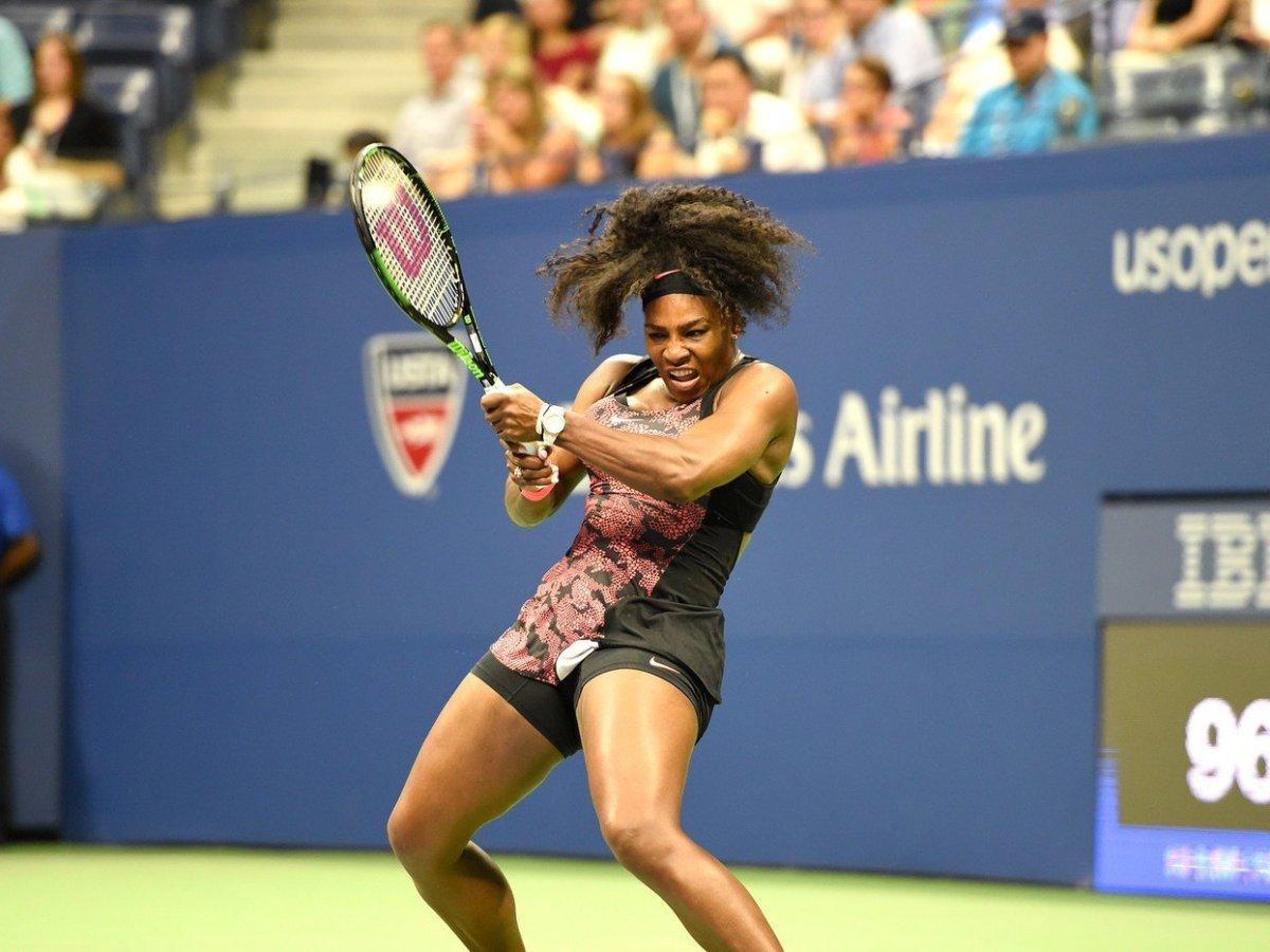 Serena Williams no transpiró en el debut del US Open.