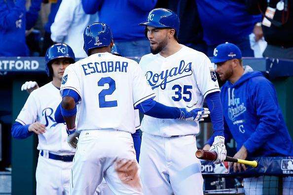 El venezolano Escobar marcó la carrera del triunfo de los Royals sobre los Astros el día de hoy.
