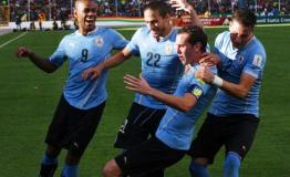 Godín sentenció el triunfo uruguayo en la altura de La Paz.
