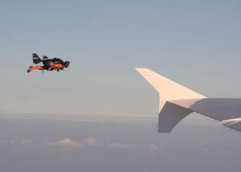 YouTube: Jetman y su impactante vuelo sobre Dubai y un avión de Emirates