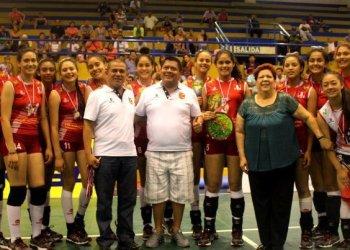 El sexteto bicolor infantil se consagró campeón sudamericano de forma invicta.
