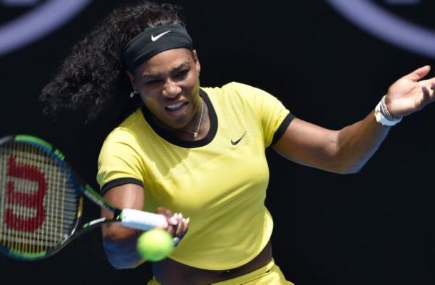 Serena Williams realizó prácticamente un entrenamiento para clasificar a los octavos de final.