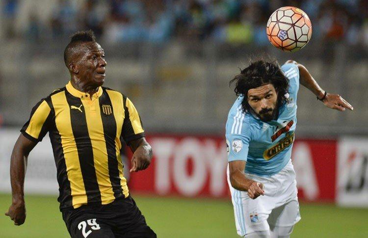Sporting Cristal no pudo con Peñarol en Lima.