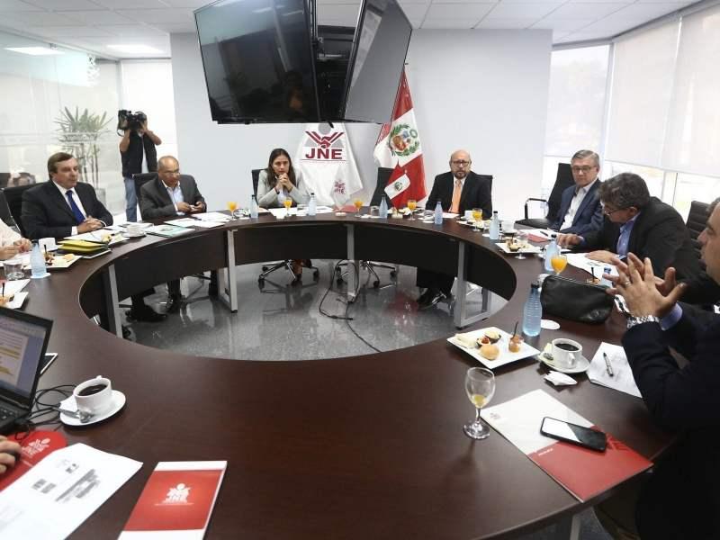 Los partidos políticos Peruanos por el Kambio y Fuerza Popular ultimaron los detalles del debate presidencial