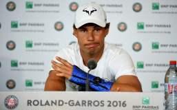 Una lesión en la muñeca provocó el retiro de Rafael Nadal cuando se prestaba a jugar la tercera ronda del Roland Garros.
