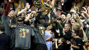 Con LeBron James a la cabeza, los Cavaliers de Cleveland celebraron su primer título de NBA