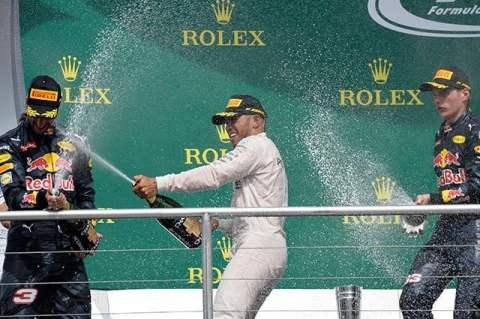 Hamilton mantuvo su racha ganadora en la Fórmula 1.