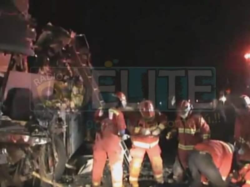 Al menos 17 fallecidos y unos 35 heridos es el saldo del violento choque frontal entre dos buses interprovinciales