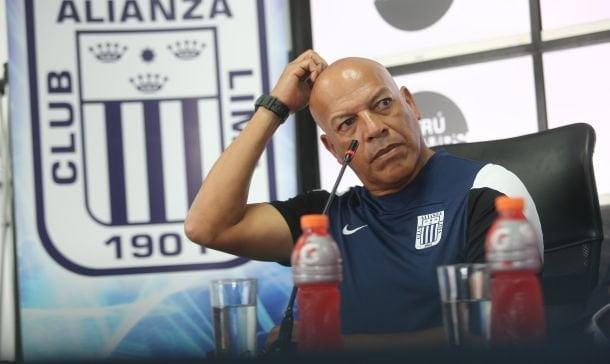 Roberto Mosquera ya no es más DT de Alianza Lima.
