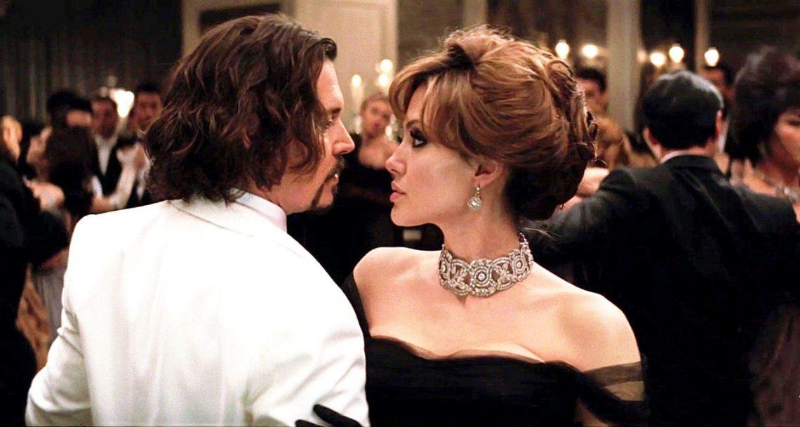 Angelina Jolie busca a Johnny Depp tras romper con Brad Pitt