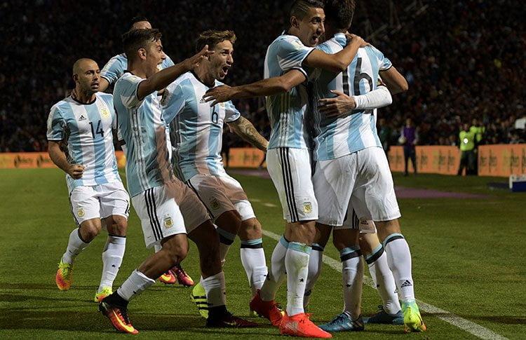 Messi le dio el triunfo a Argentina sobre Uruguay.