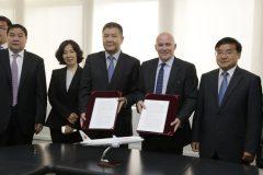 Perú suscribió convenio con aerolínea china para exportar productos agros hacia el país asiático.