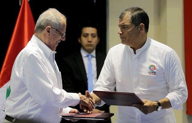 Los mandatarios Kuczynski y Correa suscribieron el acuerdo de integración en la ciudad ecuatoriana de Macas.