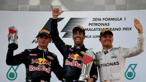 Ricciardo logró su primer triunfo de la temporada y el segundo para el equipo Red Bull.