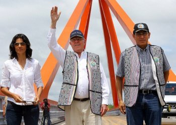 Presidente Kuczynski inauguró el puente Pachitea, el segundo más grande del Perú.