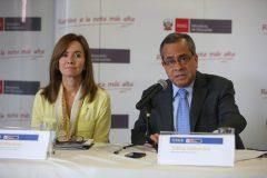 Marilú Martens nueva ministro y el saliente Jaime Saavedra