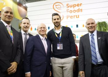 """Claudio Pizarro es el vocero en Alemania de la marca """"Superfoods Peru"""", que tuvo gran acogda en la más importante feria de frutas y hortalizas en el mundo."""