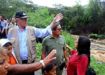 El presidente Kuczynski llegó a Huarmey para constatar los daños causados debido a las lluvias e inundaciones.