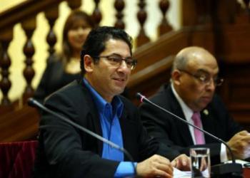 Grupo parlamentario de Justicia presidido por Salvador Heresi aprobó modificar el artículo del Código Penal sobre apología al terrorismo.