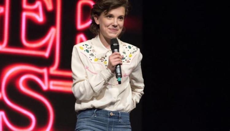 """""""Eleven"""" de Stranger Things sorprendió cantando en la Comic Con"""