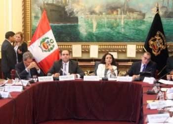 El premier Zavala asistió al parlamento para informar sobre temas de contrataciones y la ejecución presupuestal.
