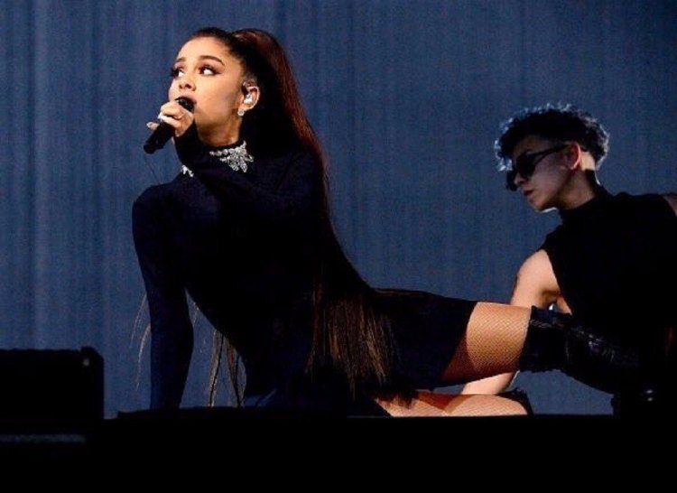 Ariana Grande en uno de sus conciertos