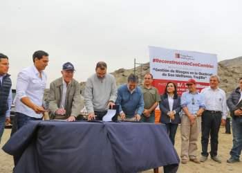 El presidente Kuczynski presidió firma de un convenio para construir obras para evitar inundaciones en Trujillo.