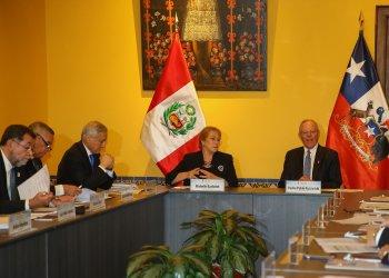 El presidente Kuczynski y su homóloga chilena, Michelle Bachelet; dialogaron con empresarios de ambos países.