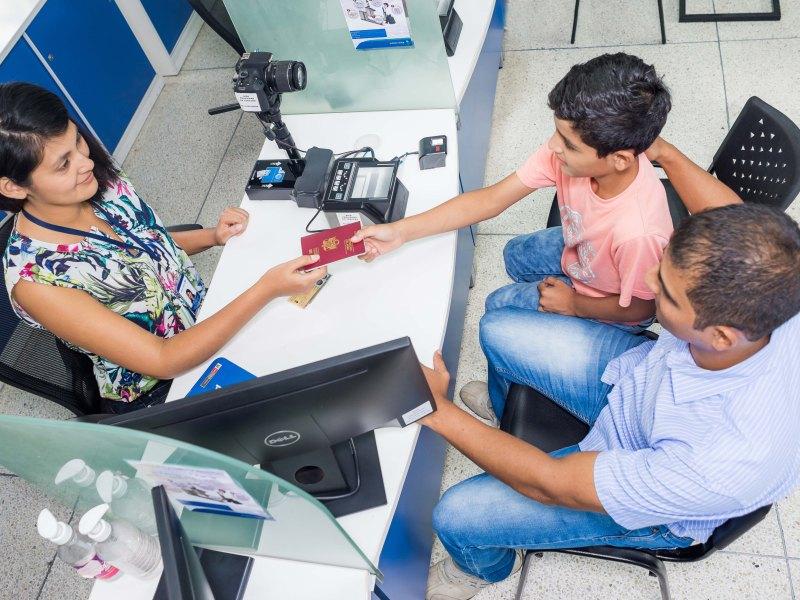 MIGRACIONES: Conozca qué autorización se requiere para el viaje de menores al extranjero