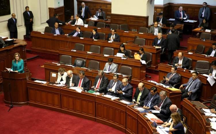 La premier Aráoz expuso en el Congreso el presupuesto para el año fiscal 2018 aprobado por el Ejecutivo.