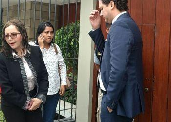 Rosa Bartra no renunciará a Comisión Lava Jato pese a su presencia en el local partidario fujimorista en Surco durante el allanamiento.