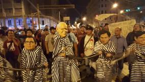 Miles marchan en todo el país contra indulto a Alberto Fujimori