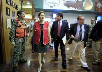 La premier Mercedes Aráoz remarcó que el gobierno coordina la atención de la emergencia en Arequipa con la gobernadora Yamila Osorio.