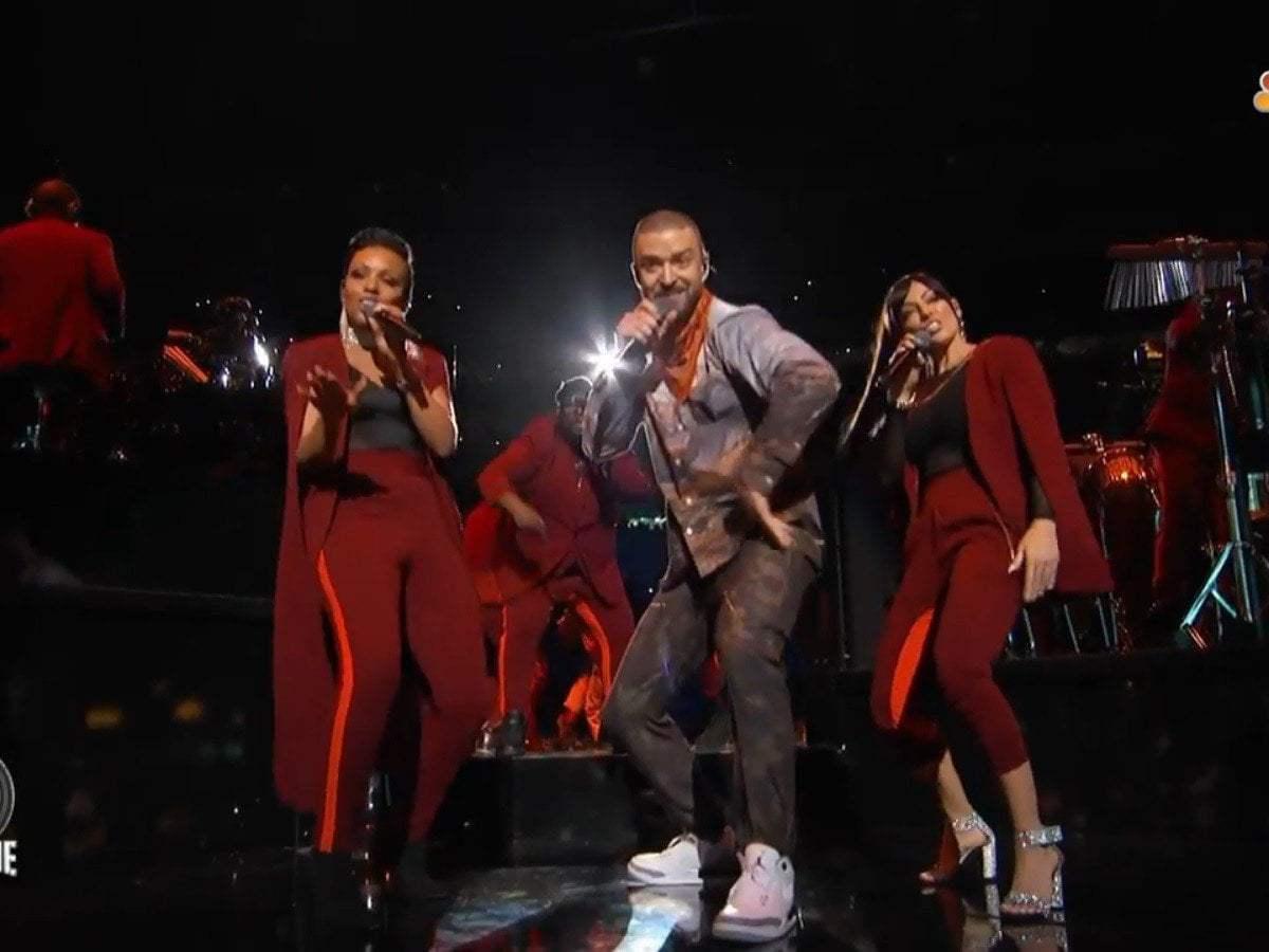 Justin Timberlake llegó al Super Bowl con holograma de Prince