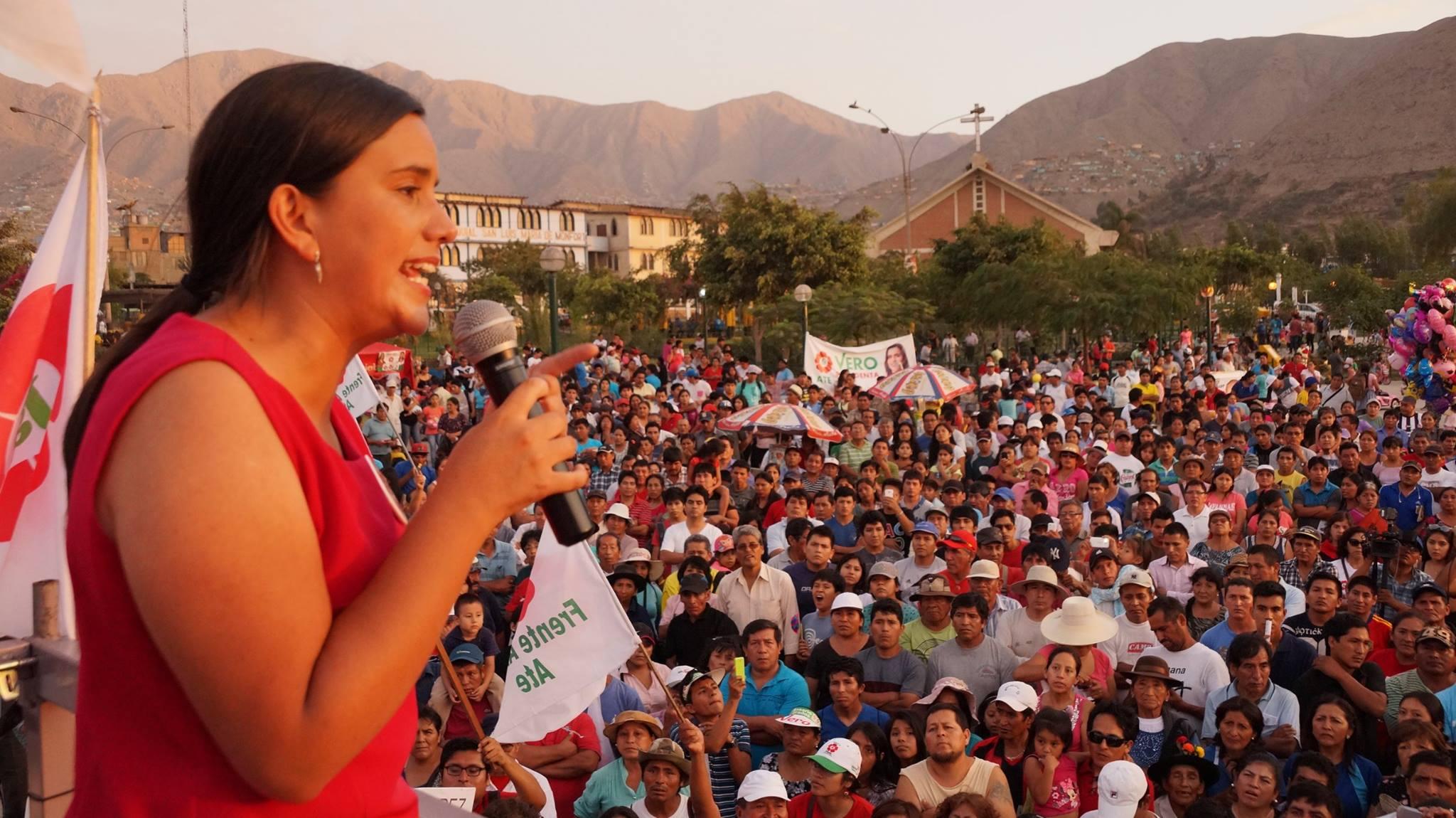 Verónika Mendoza en campaña del 2016