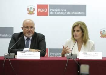 La premier Mercedes Aráoz manifestó que el compromiso más importante del gobierno es dotar de agua potable y saneamiento a toda la población peruana.