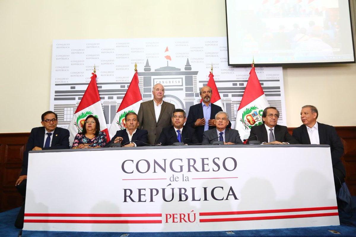 Congreso pide renuncia del presidente Kuczynski